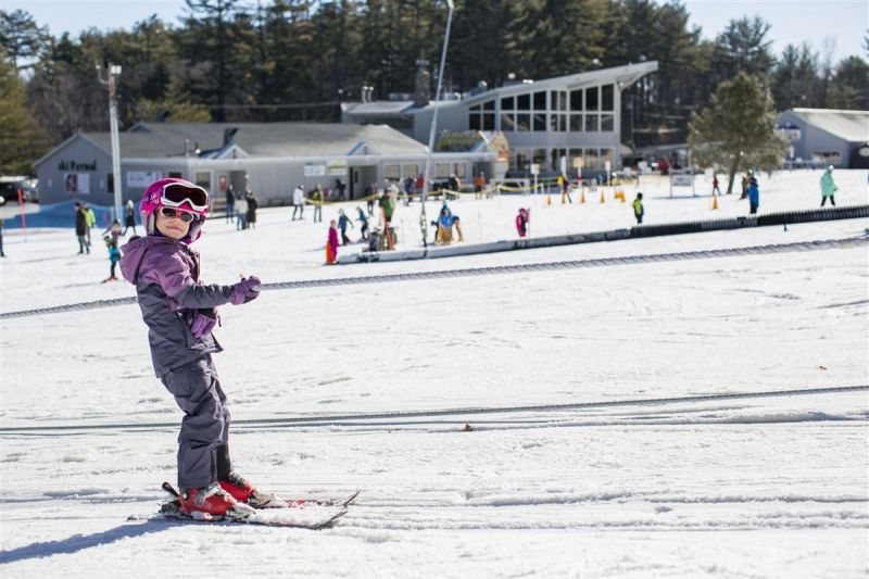 nashoba-valley-ski-area-child-learn-to-ski